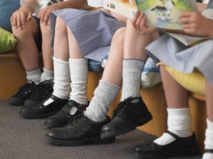 Wer längerfristig gegen stinkende Füße und Fußgeruch vorgehen möchte der sollte sich an diese Tipps und Empfehlungen halten.