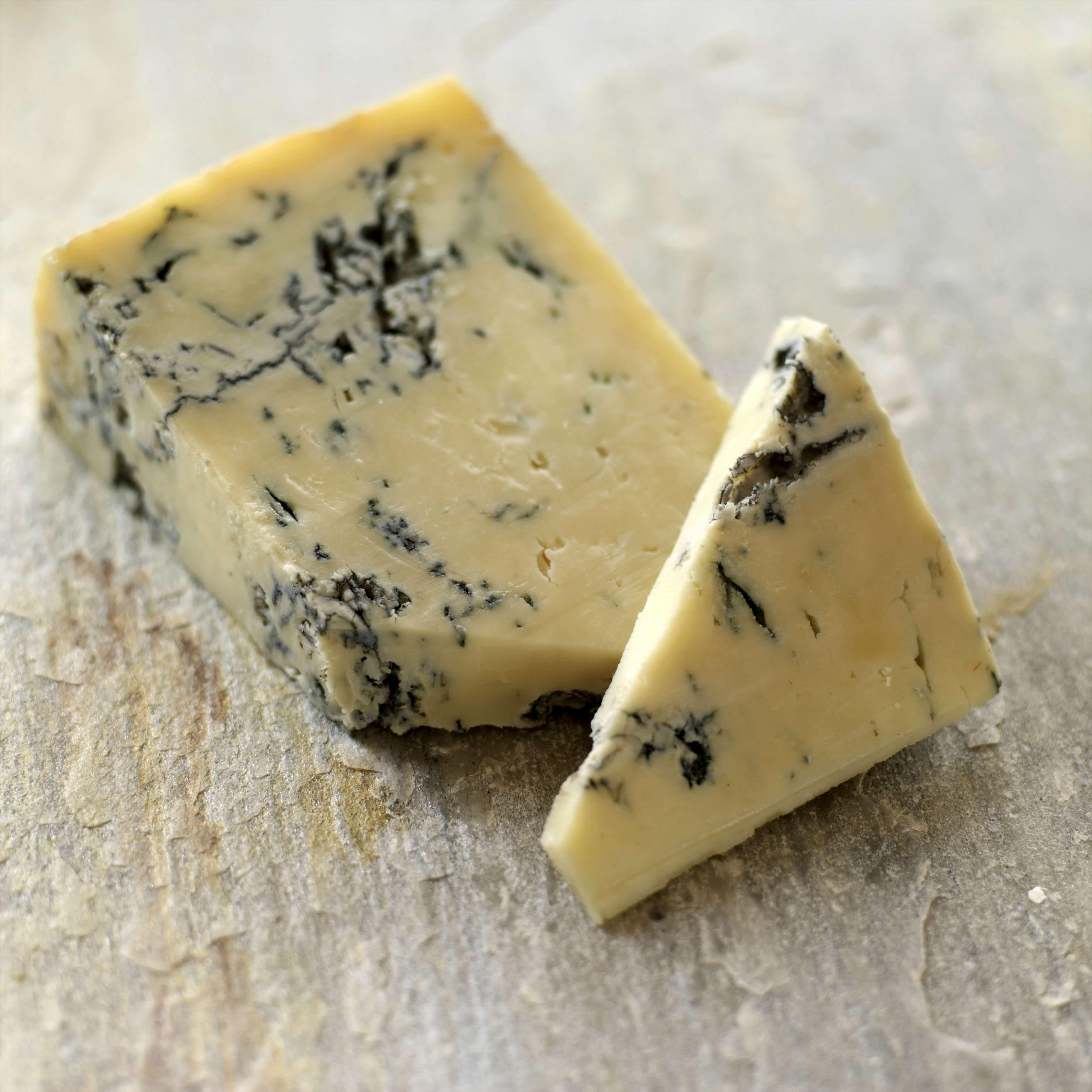 Wieso stinken die Fußnägel nach Käse?