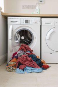 Stinkende Schuhe können in der Waschmaschine gewaschen werden.