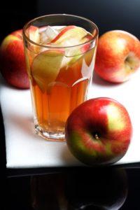 Apfelessig ist nicht nur auf der Haut gesund und ein vielseitiges Hausmittel!