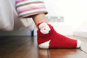 Wer die falschen Socken trägt und darin schwitzt dessen Haut an den Füßen weicht ein.