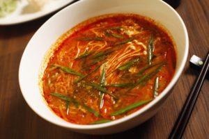 Scharfe, heiße Suppen sind ein Garant für Schweiß.