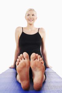 Wer das Aufweichen der Haut vermeiden möchte sollte die Füße täglich und gründlich pflegen.