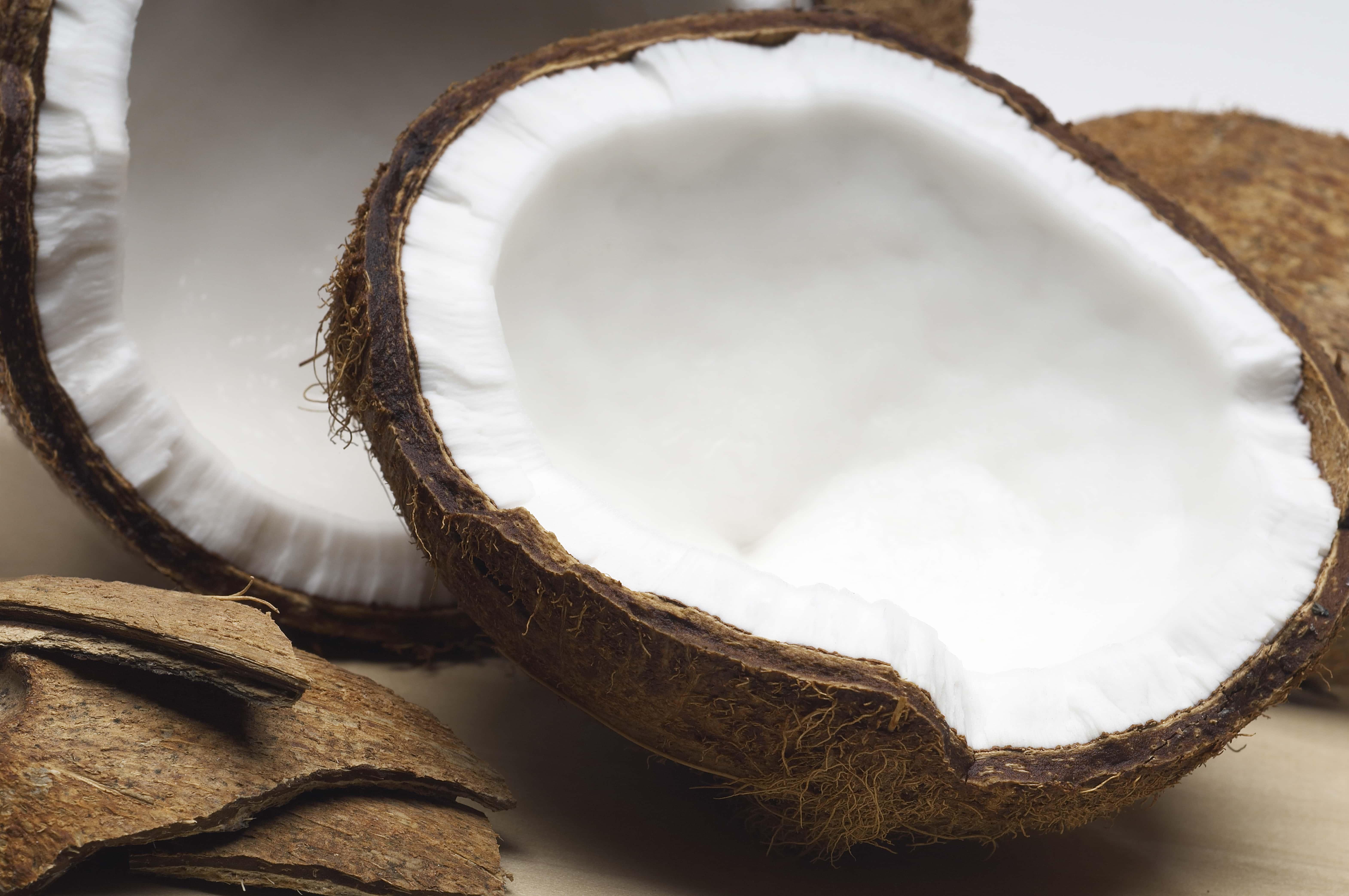 Wie Kokosöl gegen Schweißfüße und stinkende Füße helfen kann