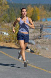 Egal ob beim Jogging oder beim Fitness: Schweißfüße können verhindert werden.