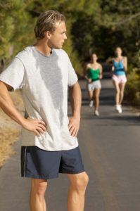 Sport und Schwitzen gehört einfach zusammen. Trotzdem sind uns Schweißfüße beim Sport oft sehr unangenehm.