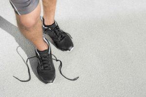 Egal ob im Sport oder im Alltag: Die richtigen Einlegesohlen in den Schuhen helfen gegen stinkende Füße.