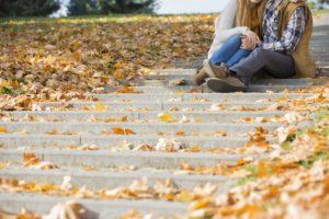 Oft ziehen wir auch schon im Herbst viel zu warme Schuhe an - dann schwitzt der Fuß natürlich besonders.