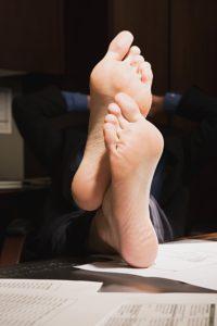 Füße gehören an die frische Luft - so erholt sich der Fuß und man verhindert Schwitzen oder Jucken